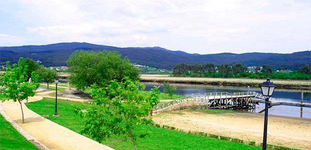 """El remonte del Ulla, que conmemora la """"Traslatio"""" de los restos del Apóstol, puede verse este domingo desde la playa fluvial de Vilarello"""